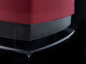 Linn_530-black-grill-and-stand-close-claret-cover